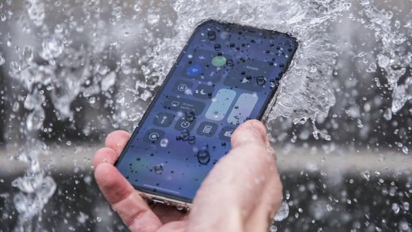 iPhone XR 64GB - một trong những điện thoại chống nước giá rẻ 2021
