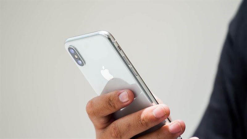 Kiểu dáng điện thoại nhỏ nhắn, cầm vừa tay, Galaxy lại trao bạn cơ hội mua trả góp iphone X cũ và mới